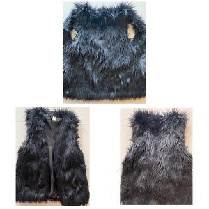 Faux fur, black vest